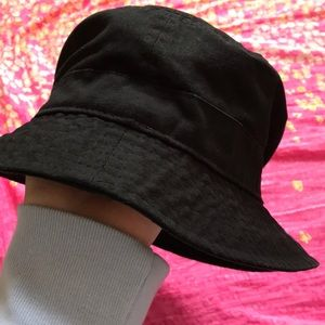 Urban Outfitters bucket hat